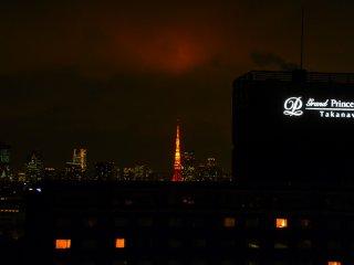 東京タワー上空が紅く染まる
