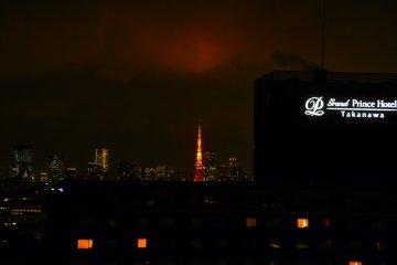 도쿄 타워 상공이 붉게 물들다