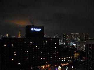 この日、東京タワーが夜空を紅く染めていた