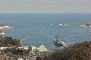 塚山公園の丘の上から見下ろす港