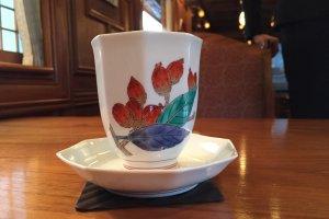 ถ้วยนี้เป็นของมาสเตอร์ด้านเซรามิก สีส้มเป็นสีพิเศษ เอกลักษณ์ของผู้ผลิตรายนี้