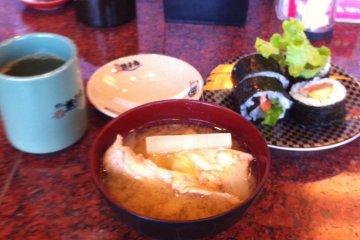寿司卷的个头可不小吧