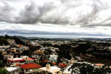 Вид на столицу префектуры - город Наха