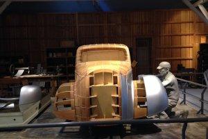 แสดงวิธีประกอบตัวถังรถยนต์ในสมัยแรก