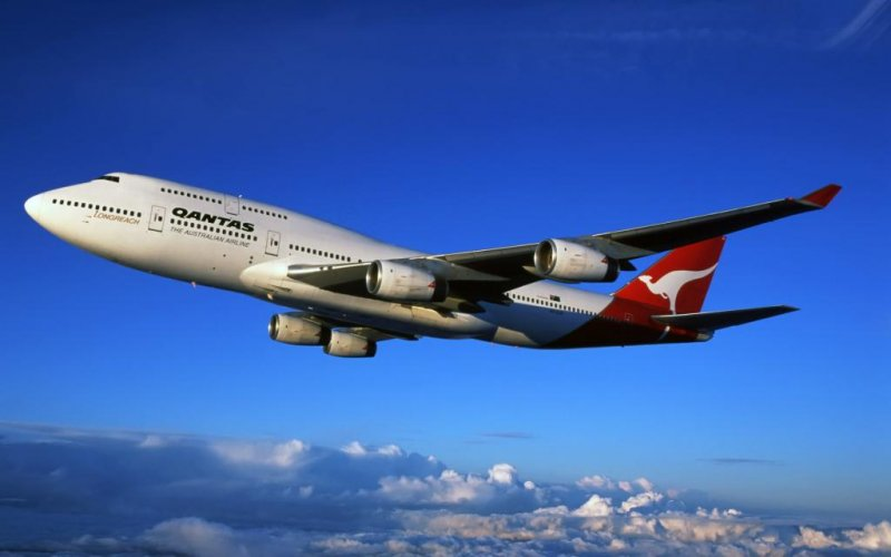<p>Cross the Pacific blue skies with Qantas or its oneworld partner JAL, whose evening flights follow each other like 2 migrating cranes</p>