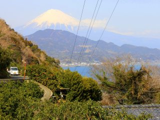 As we ascend higher, we came across this marvelous view of Mount Fuji overlooking Suruga Bay