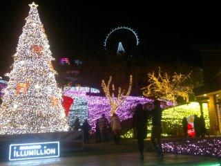 "Pemandangan luasnya Sagamiko Resort Pleasure Forest berselimutkan cahaya-cahaya indah dari ""Sagamiko Illumillion""."