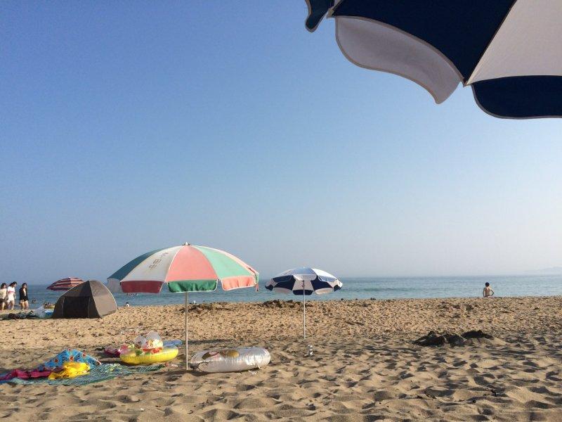 Lounge on the beach.