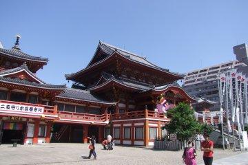 Чистый солнечный день в Нагое