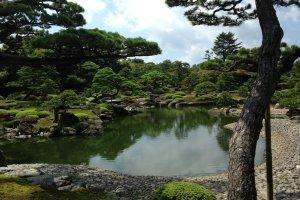 Идеальный вид в саду Юсиэн