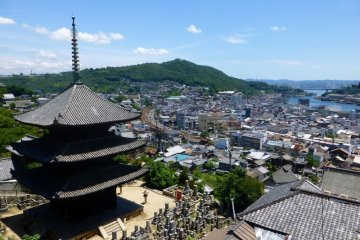 Use the Hiroshima Free Wi-Fi service in the beautiful town of Onomichi.