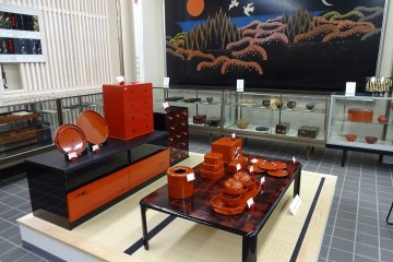 Decorative or practical lacquerware, both is available