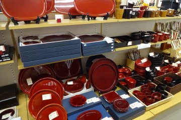 A Kishu Shikki lacquerware item is an ideal present from Japan.