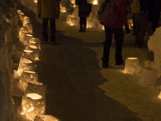 Jalur lilin menuju manusia salju raksasa
