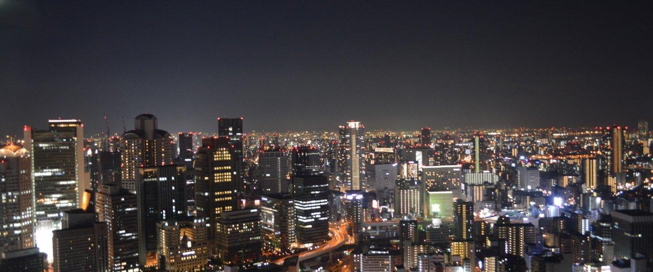 Pemandangan malam kota Osaka