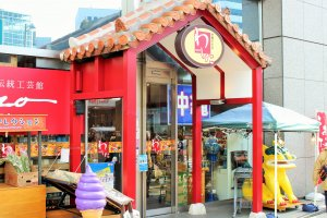 The bright exterior of Okinawa's antenna shop