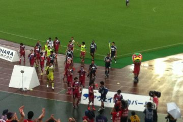 The players and Fagimaru-kun thanking the fans for their support