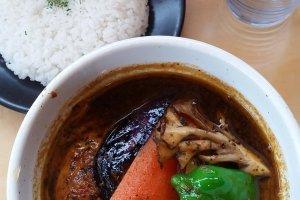 La soupe au curry, au poulet et aux légumes