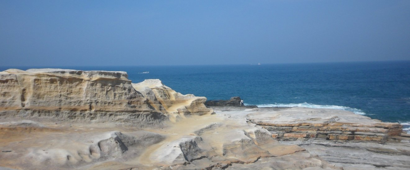 White rocks looking like tatami mats put together