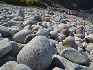 下りきるとごろごろ岩が待っている