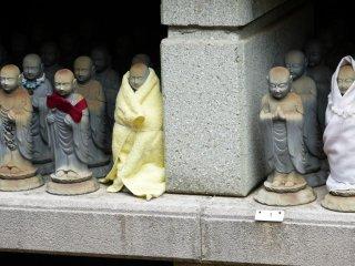 Những bức tượng có hai kích cỡ chính: nhỏ và rất nhỏ