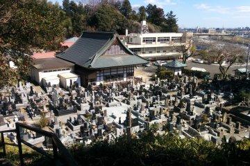 Biksu, Pengembara, dan Orang Mati