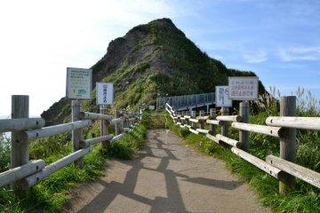 由于岛屿损坏,2012年夏天为止这里无法入进。