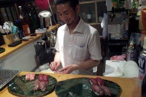 Niku Sushi chef at work