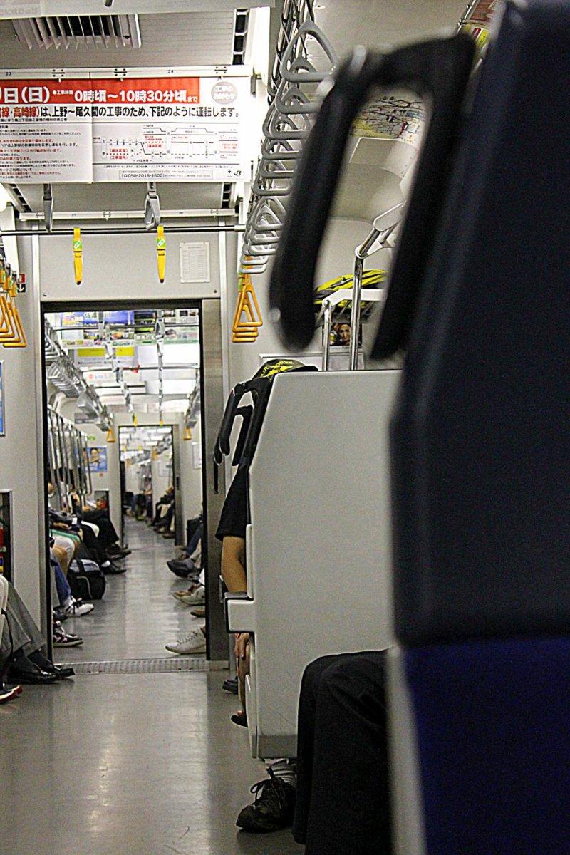 乘JR的电车前往横滨!