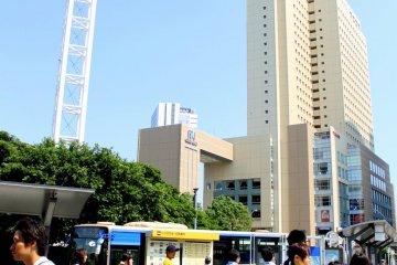 抬头看!那是只鸟!不,那是飞机⋯⋯横滨有很多不可思议的建筑物!