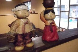 Boneka-boneka Korea lucu di sebelah kasir
