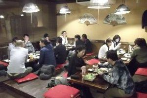 Area makan utama ketika sudah ramai
