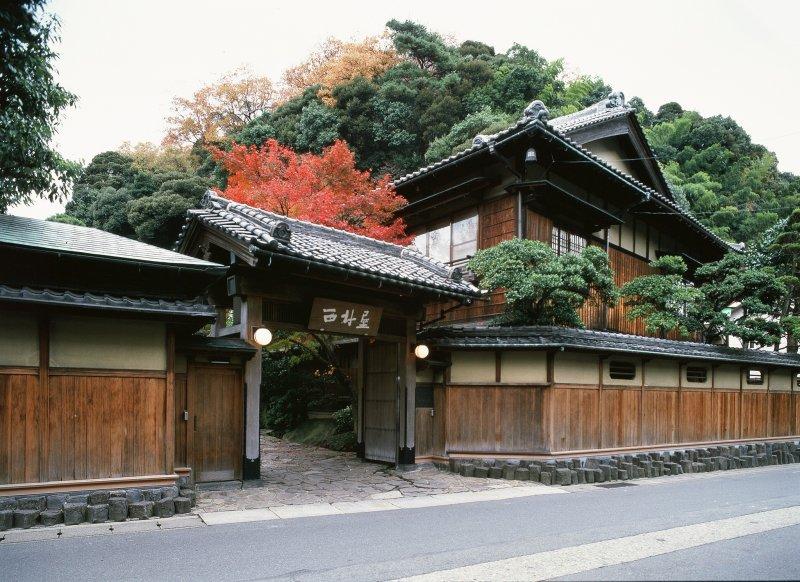 The entrance to Nishimuraya Honkan