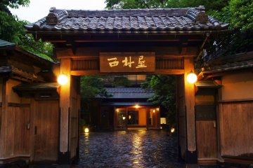 The main entrance gate of Nishimuraya Honkan