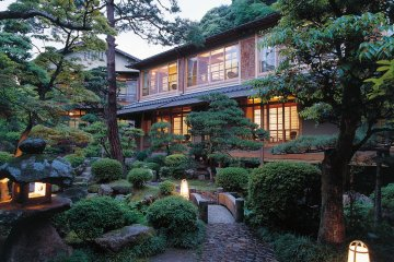 The central garden of Nishimuraya Honkan