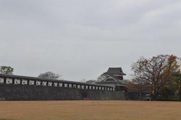 กำแพงป้องกันปราสาทจากผู้บุกรุก