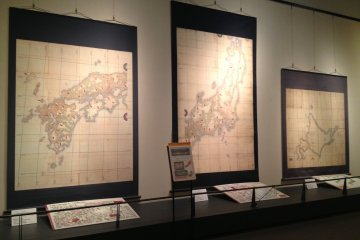 The separate smaller maps at the Inoh Tadataka Museum