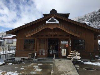 L'entrée d'un des onsen de la station