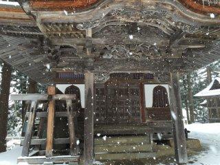 Le temple (en haut des marches)