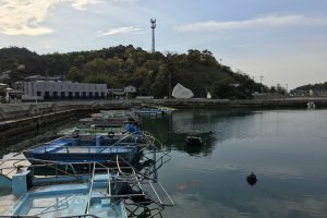 Located at Miyanoura Port where the ferries from Uno and Takamatsu disembark
