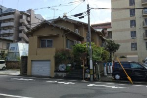 Guest House Roku is a tiny house just a 10-minute walk from JR Shin-Hakushima station