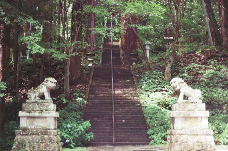 We started off from Togakushi, where we visited the famous Togakushi Shrine