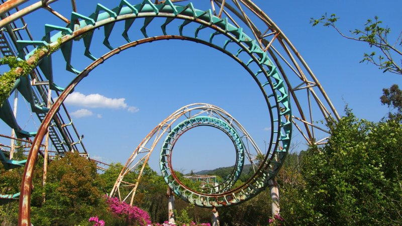 The double corkscrew at The Screw Coaster.