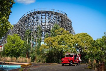 The Aska coaster and a relatively new car left behind.