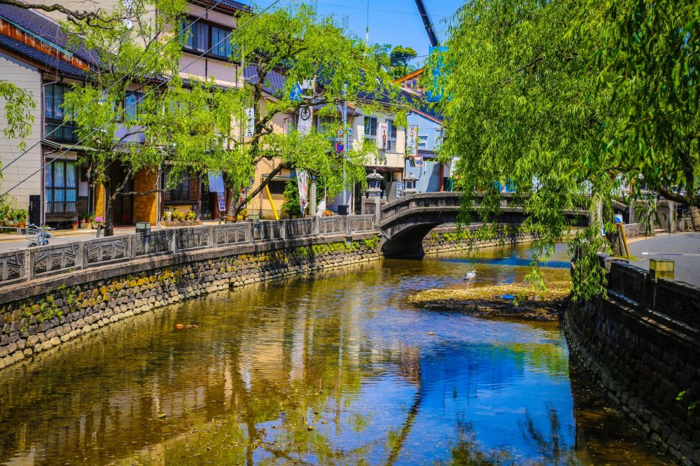 Willow Trees and stone bridges are a typical view in Kinosaki Onsen.