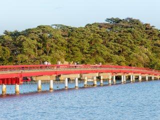 สะพานแห่งนี้เป็นหนึ่งในสัญลักษณ์ของมัตซึตชิมะ