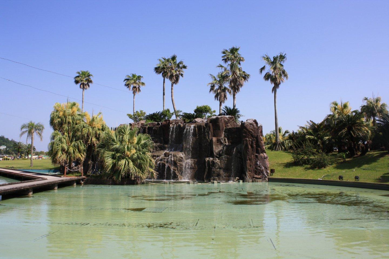 La fontaine et le jardin côté plage