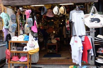 下北澤北口商店街-二手衣服店