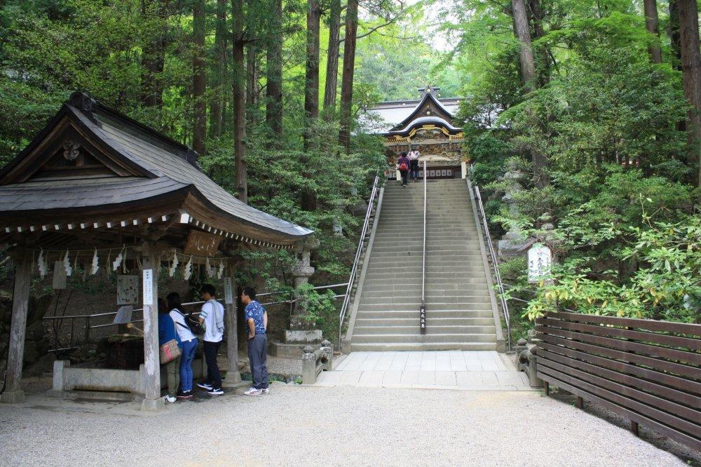 Les escaliers qui mènent au bâtiment principal