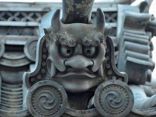 Những người bảo vệ đường phố, canh gác khắp các ngôi nhà ở Nara